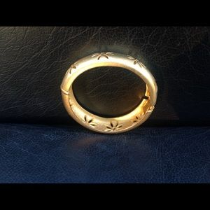 Satin hinge gold bracelet
